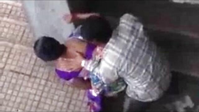 2 लड़कियां एक-दूसरे को फुल मूवी वीडियो में सेक्सी सहती हैं