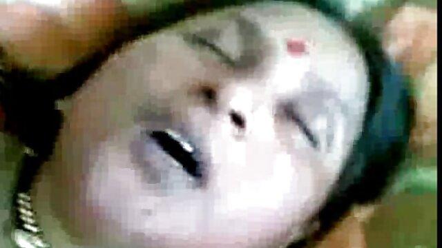 डर्टी ब्लैक हिंदी वीडियो सेक्सी फुल मूवी वेश्या दो लंड लेती है।