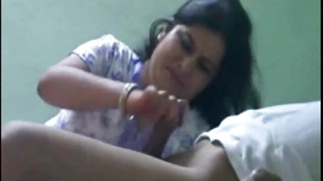 पापा फुल सेक्सी इंडियन मूवी - ब्लबे ने अपने लंड को चौड़ा और फैलाया