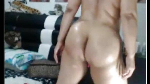 परिपक्व स्तन। सेक्सी फिल्म फुल मूवी एचडी चेहरे का