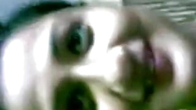 सेक्सी श्यामला हिलाता है और कैम पर फुल हिंदी सेक्सी मूवी गधा दिखाता है