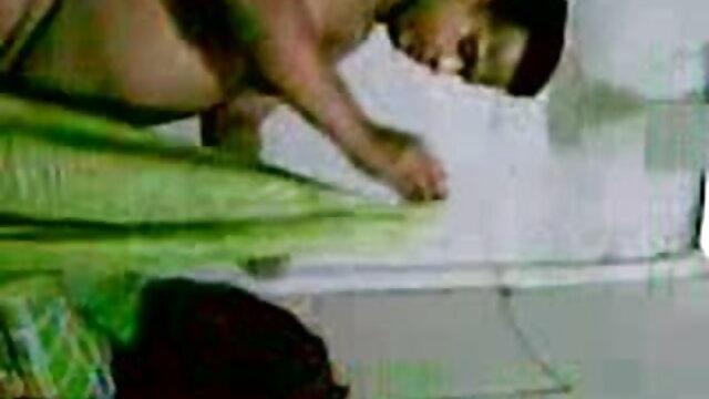 खमेर खुद स्काइप पर खेल फुल सेक्सी इंडियन मूवी रहा है